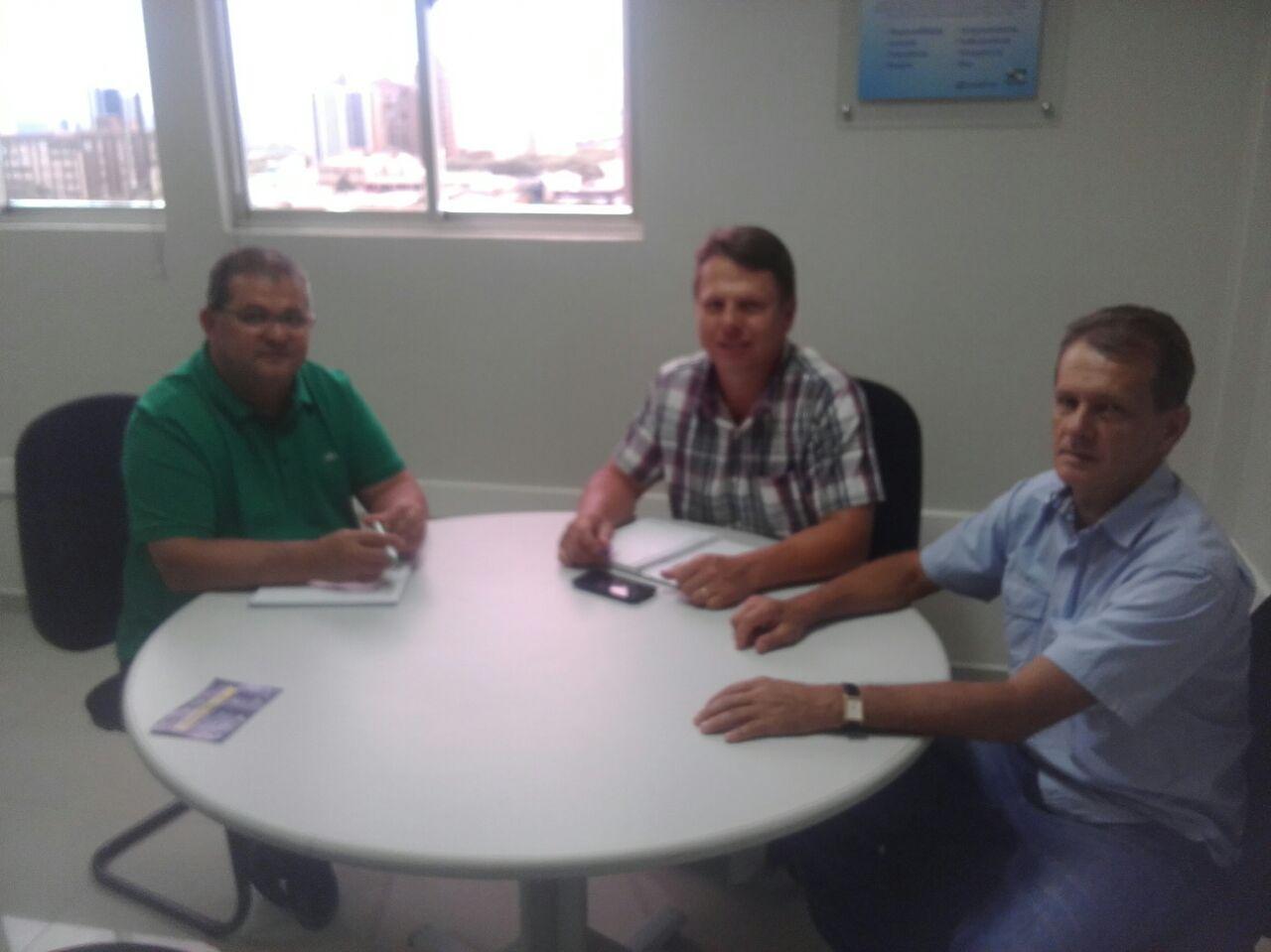 Presidente e Vice-Presidente do Legislativo Municipal de Santa Lúcia se reunem com Superintendente regional da SANEPAR.
